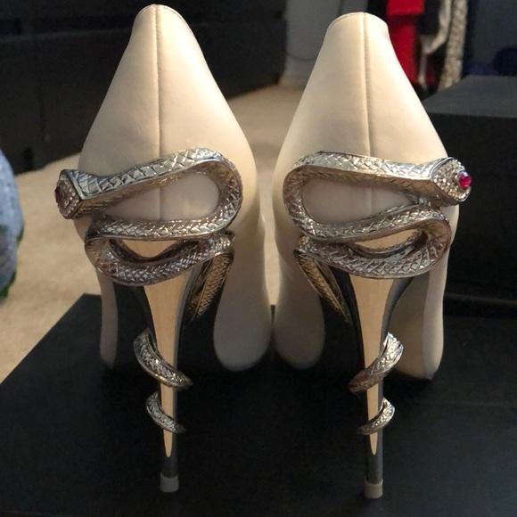 a70a91a6257 White pumps with silver snake heel! BNIB size 9. M 5b395348194dad611ff41323